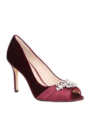 Velvet Pump With Brooch by Nina