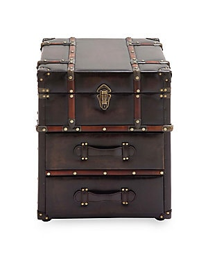 uma stacked steamer trunk