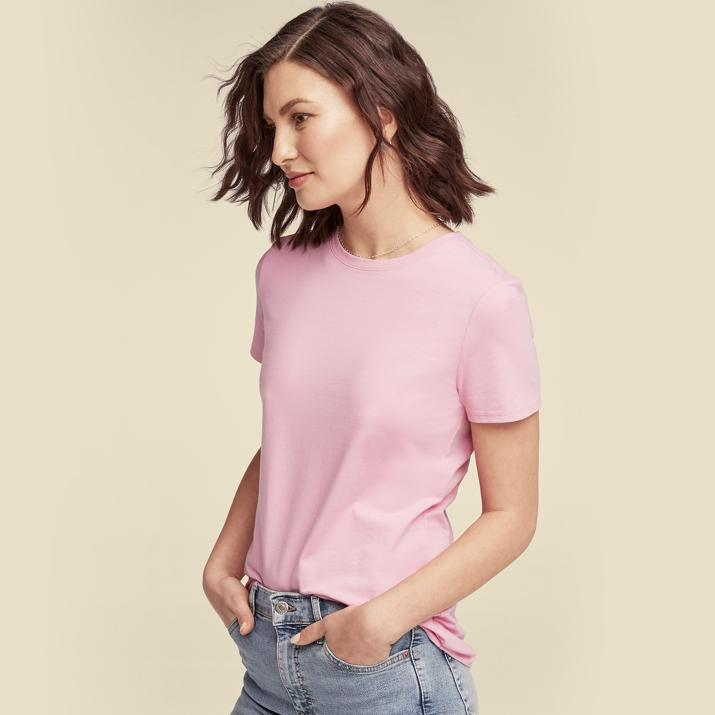 Women's pink top with blue jeans Men's blue polo shirt with shorts and white sneakers