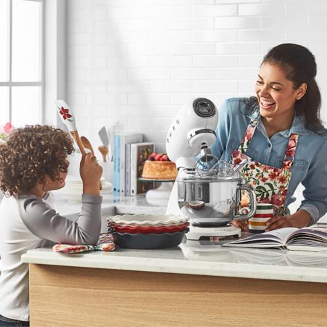 Smeg small kitchen appliances for baking desserts like doughnuts and cakes