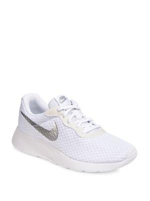 quality design 71998 56fd0 Photo du produit. COUP D OEIL. Nike. Chaussure de course Tanjun pour femme