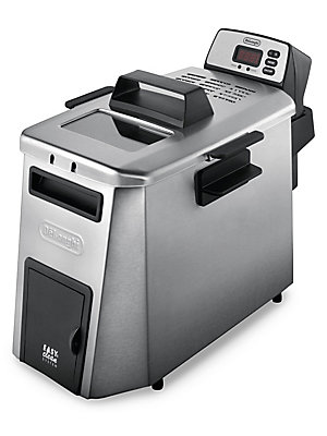 Image of Ample space allows food to fry evenly and completely in this dual zone deep fryer from DeLonghi, for delicious results every time. Its generous capacity makes it perfect for meals and families of all sizes. Food Capacity: 3 lbs. Oil Capacity: 4 L Imported