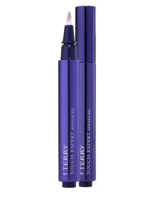 Image of This highlighting concealer brush tracks down dark circles, wrinkles, shadows, and imperfections and erases them instantly without leaving a trace. The multi-performance new formula ensures immediate and permanent effectiveness. The Advanced radiant-lift