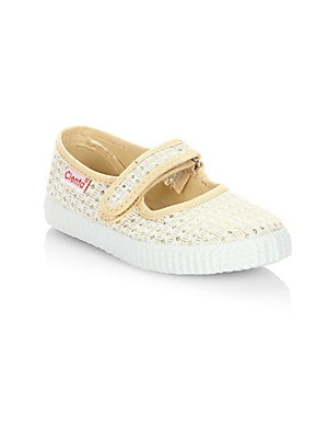 Image of Breathable canvas Maryjane flats in crochet construction Canvas upper Grip-tape strap Rubber sole Made in Spain. Children's Wear - Children's Shoes. Cienta. Color: Gold. Size: 33 EU/ 1.5 US (Child).