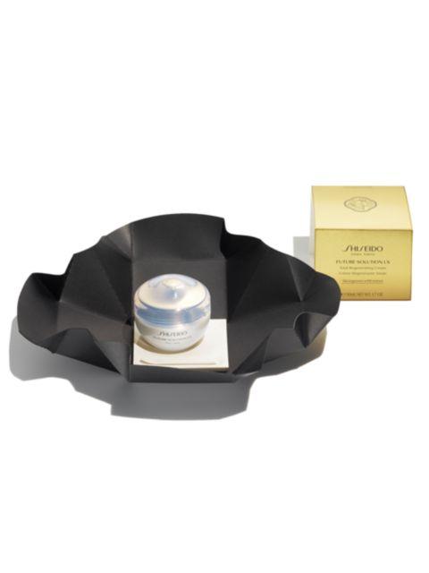 Shiseido Future Solution LX Total Protective Cream Broad Spectrum SPF 20 Sunscreen | SaksFifthAvenue