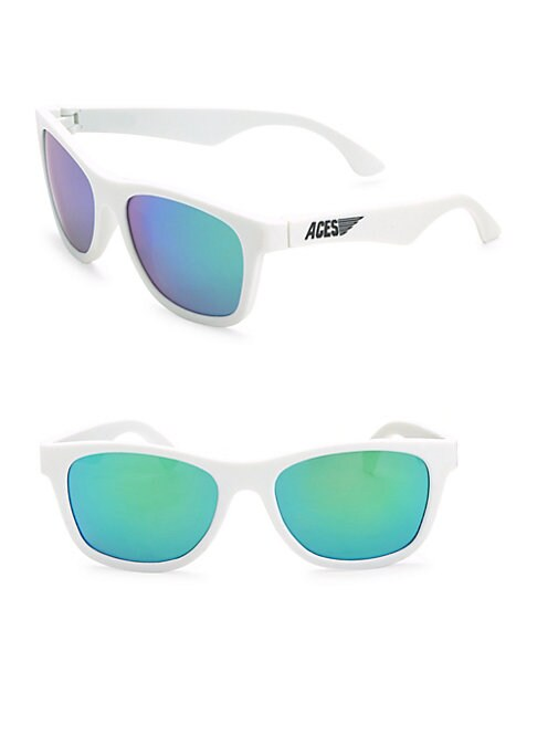 Image of Classic navigator sunglasses with shatter resistant lenses.25mm bridge width, 50mm lens width, 120mm temple length.100% UV protection. Nose saddles. Logo at temple. Thermoplastic rubber/polycarbonate. Guaranteed: If lost or broken in the first year, Babia