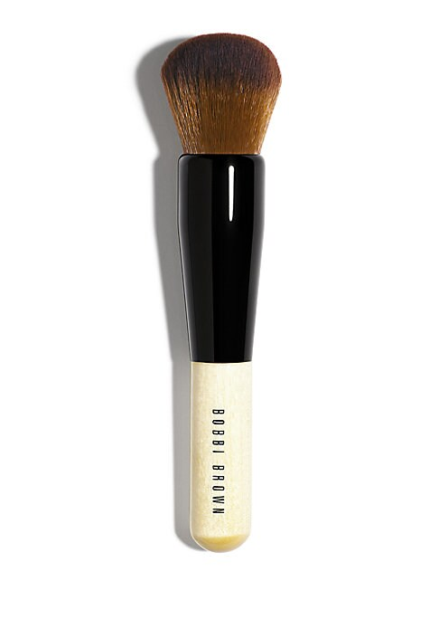 Image of WHAT IT IS. Want a flawless, full-coverage look? Created for our Retouching Powder, but suitable for all our powder formulas, the short, tightly packed bristles of this brush effortlessly cut shine and deliver just the right amount of formula for an ultra