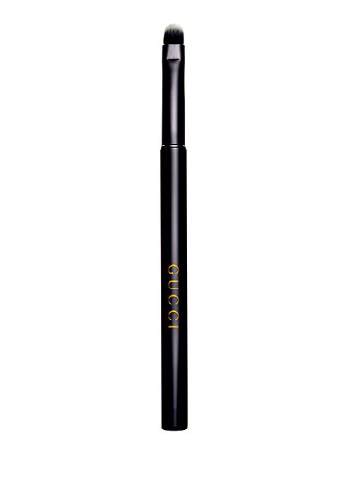 Image of The Gucci Lip Brush is expertly crafted for precise, even lipstick and lip lacquer application. The short rounded bristles allow for detailed lining and blending of color. Cool to the touch, the weight and feel of the double-anodized aluminum handle is ba