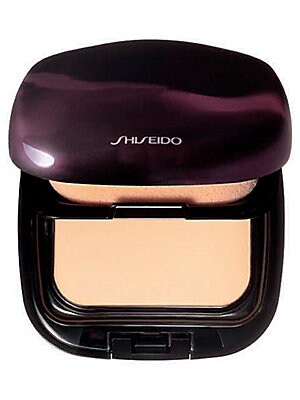 Image of An ultra fine powder foundation formulated with Micro-Coating Technology and Flexible Smoothing Powder to glide evenly over all skin textures, even the driest types. Provides a medium coverage, ultra smooth, beautiful finish with SPF 16. Case and refill s
