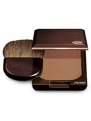 Image of An oil-free bronzing powder that provides an all-day, air-brushed finish. Creates a natural, radiant sun-kissed look. Formulated with Soft Airy Powder for a perfectly even, natural finish. Made in USA. Ask the experts. Our Beauty Advisors are here to help