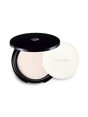 Image of An extraordinarily smooth powder that matches every skin tone. Maintains foundation finish while keeping skin moist. Applies as an even, light veil that minimizes the appearance of lines and pores. Contains Super Oil-Absorbing Powder to absorb excess oil