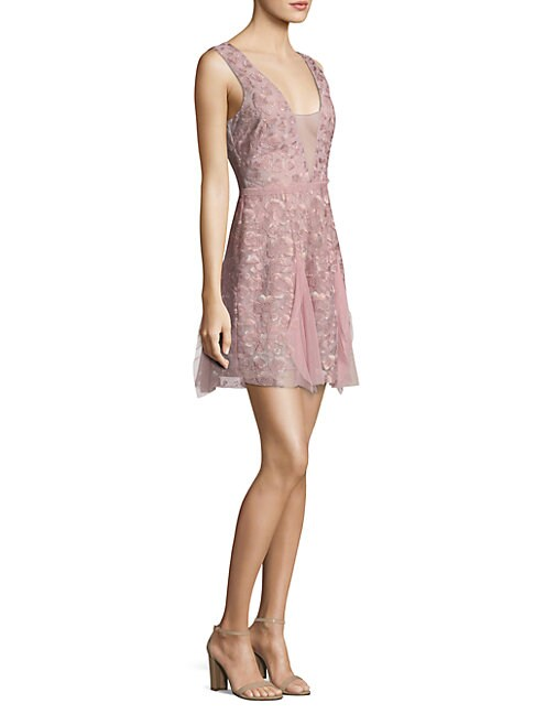 BCBGMAXAZRIA | V-Neck Lace Dress | Goxip
